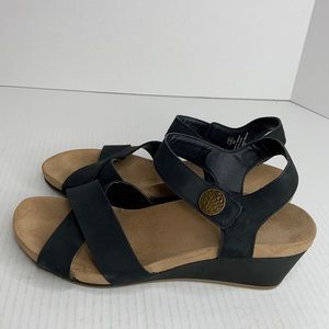 Bjorndal sz 9 black leather sandal good condition